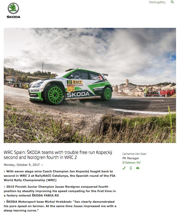 Evento comunicado de prensa por Skoda, mostrando una imagen de la empresa verde del coche de carreras